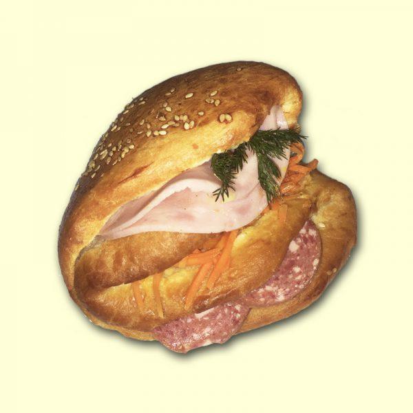 """Бутерброд """"Сытный"""" с ветчиной и колбасой"""